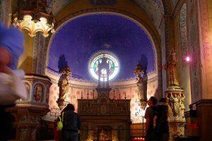 altarmitstatuen